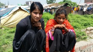 sep16-jammu-2-girls-at-slum