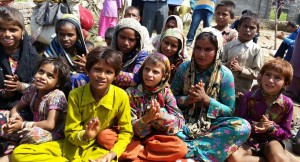 sep16-jammu-group-of-kids-at-slum